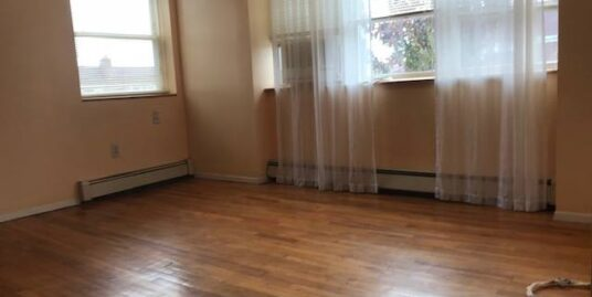 SUNNY APARTMENT*IDEAL FOR STUDENTS OR ROOMMATES
