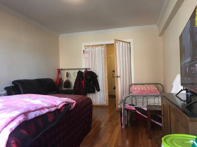 Sunny Renovated 3 Bedroom Apartment on the 2nd Floor in the 2 Family House, Near Queens College- Ideal for a Students