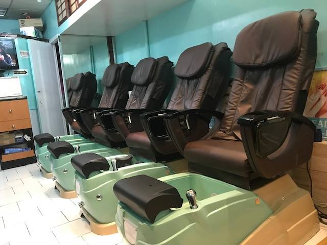 WELL ESTABLISHED NAIL SALON FOR SALE*BUSY LOCATION